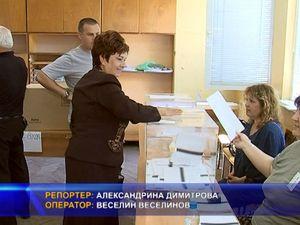 Галя Асенова гласува