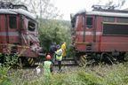 Два влака на метри от сблъсък