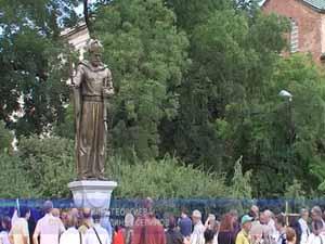 Интересът към паметника на цар Самуил не стихва