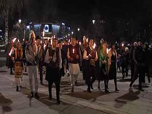 Факелно шествие с гайдари премина по улиците на София