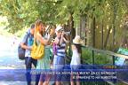 Посетителите на зоопарка могат да се включат в храненето на животни