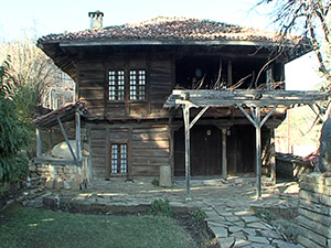 Започна неотложен ремонт на покрива на къщата-музей Захари Стоянов