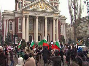 С български фолклор протестиращи се обявиха срещу Истанбулската конвенция