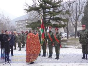 В Сливен осветиха бойните знамена и играха мъжко хоро